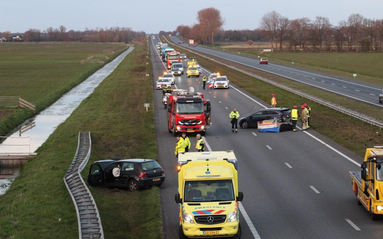 Ongeval op A7 bij Marum: aanhanger slaat over de kop.