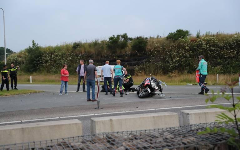 Motoragent gewond na botsing met auto in Gieten.