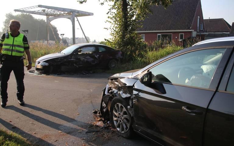 Autos flink beschadigd na ongeluk Lageland.