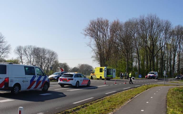 Wielrenner naar ziekenhuis na aanrijding met auto op Winsumerweg in Groningen.