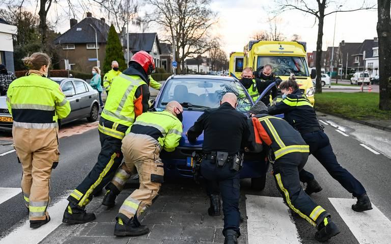 Automobilist gewond bij kop-staartbotsing op Hoofdstraat in Hoogezand.