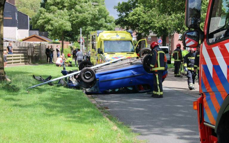 Kind en bestuurder betrokken bij auto-ongeluk in Oude Pekela.