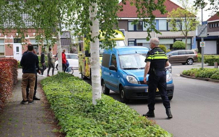 Automobilist naar ziekenhuis na kop-staartbotsing in Winschoten.
