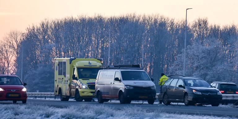 File op A7 door ongeluk met drie auto's.