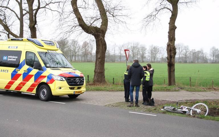 Fietser gewond na botsing met auto in Zuidwolde.