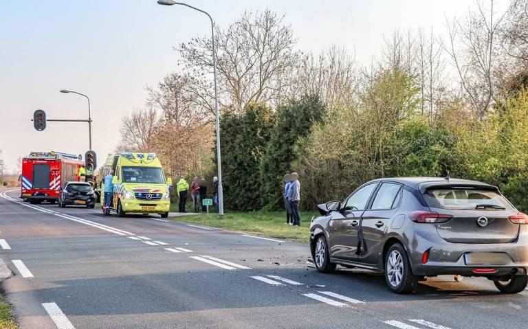 Autos zwaar beschadigd bij kop-staartbotsing bij Peizermade.