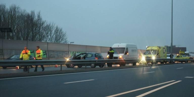 Botsing op Ring Noord in Groningen; één rijstrook dicht.