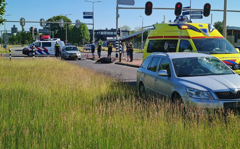 Scooterrijder gewond na aanrijding in Assen.