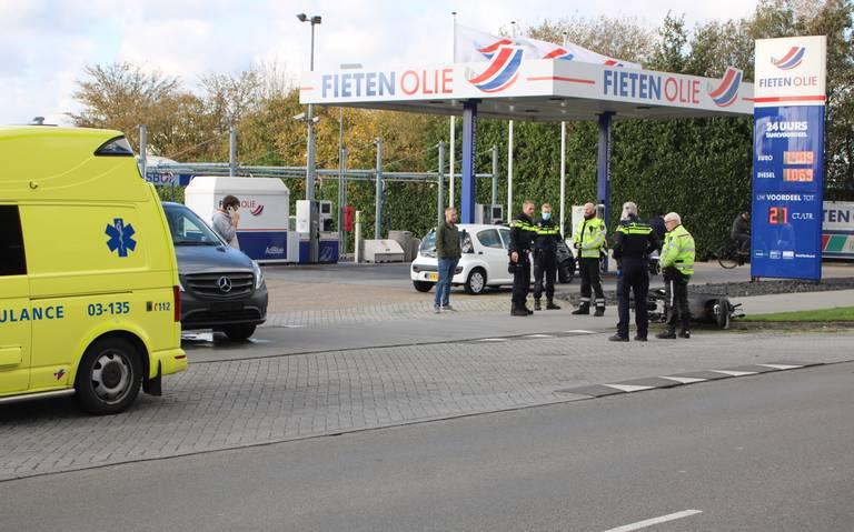 Scooterrijder raakt gewond bij botsing met busje in Emmen.