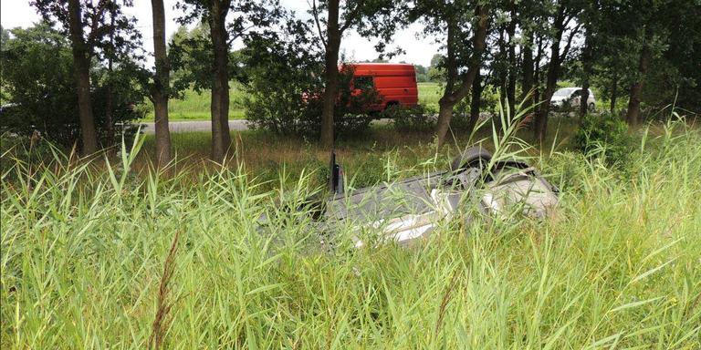 Auto belandt in weiland bij eenzijdig ongeval in Gaanderen.
