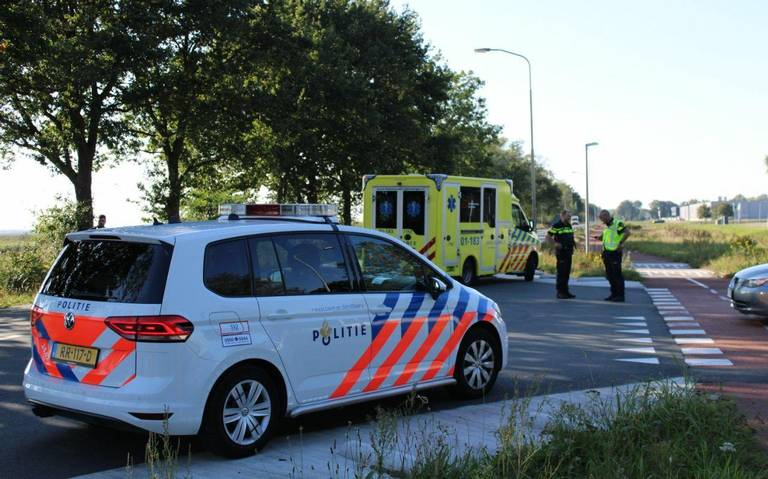 Fietser na ziekenhuis na aanrijding met auto op Energieweg in Foxhol.