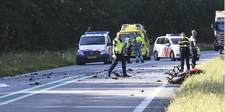 Motorrijder overleden door botsing met vrachtwagen op N34.