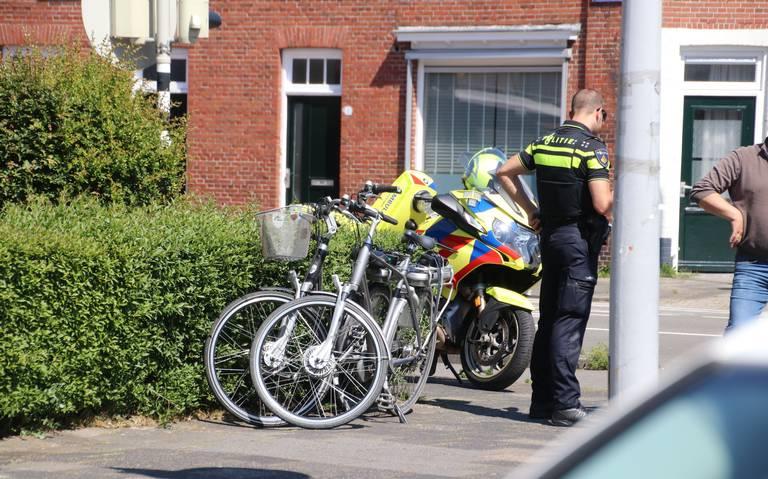 Twee fietsers raakten gewond na een botsing in Groningen.