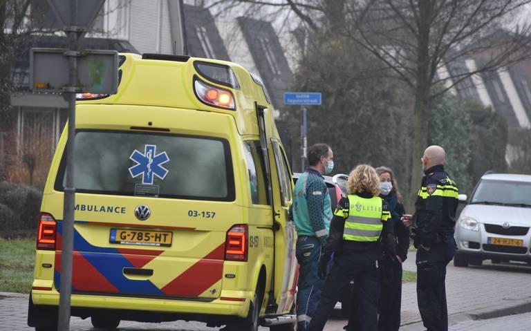 Fietser raakt gewond na aanrijding met auto. Bewoners waarschuwen al jaren voor gevaarlijke kruising.