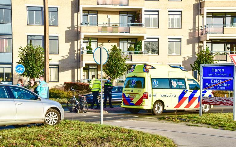 Vrouw op elektrische fiets gewond bij aanrijding met auto in Paterswolde.