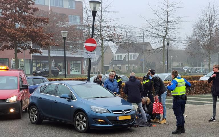 Fietser gewond bij aanrijding op parkeerterrein De Hooge Meeren in Hoogezand.