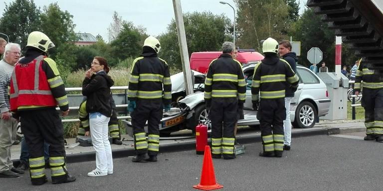 Automobilist in de knel na botsing Zuidhorn.