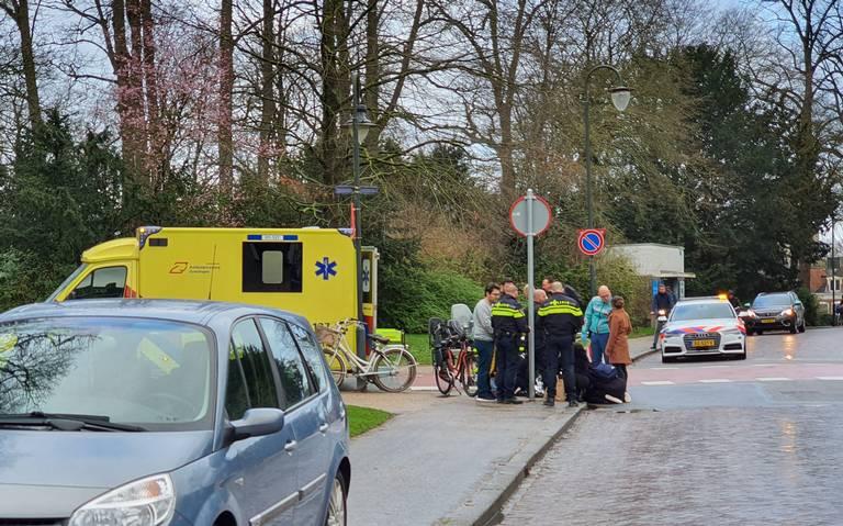 Fietser gewond bij aanrijding met auto op kruising Grote Kruisstraat - Kruissingel in Groningen.