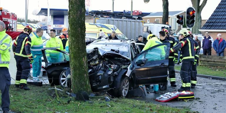 Vrouw en kinderen gewond bij ernstig ongeluk Emmen.