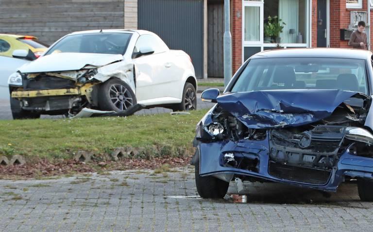 Twee gewonden bij ongeluk in woonwijk Nieuw-Amsterdam.