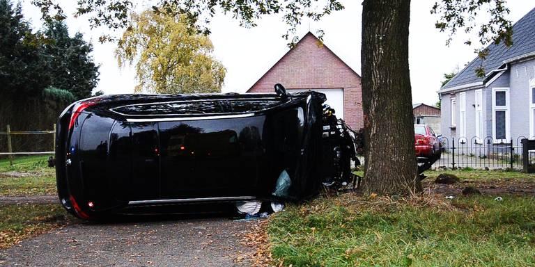 Bestuurder 1e Exloërmond gewond na botsing met boom.