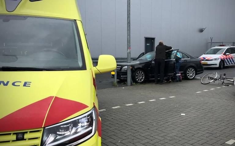 Automobiliste raakt gewond bij botsing op parkeerplaats in Hoogeveen.