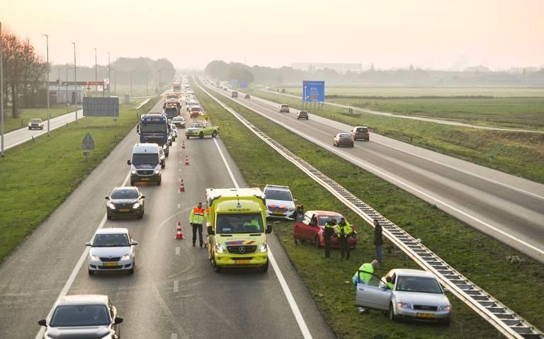 Ongeluk op A7 tussen Zuidbroek en Groningen: file.