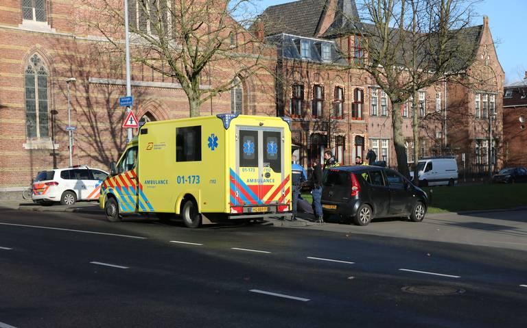 Voetganger naar ziekenhuis na aanrijding op zebrapad in Groningen.