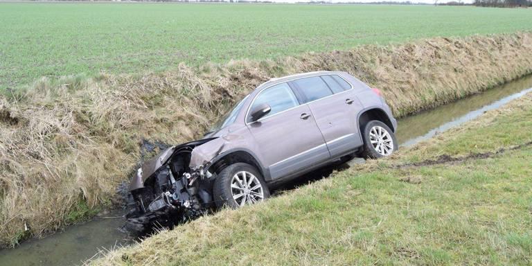 Auto in de sloot bij ongeluk N996 Middelstum.