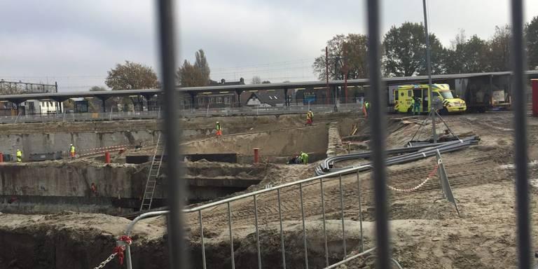 Ongeluk op bouwplaats station Assen.