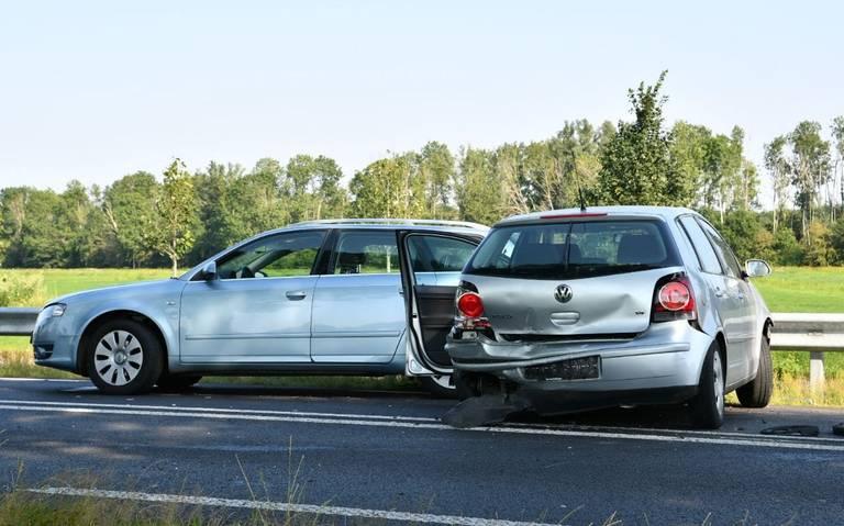 Twee gewonden bij ongeval met vier autos op N371 tussen Wittelte en Dieverbrug.