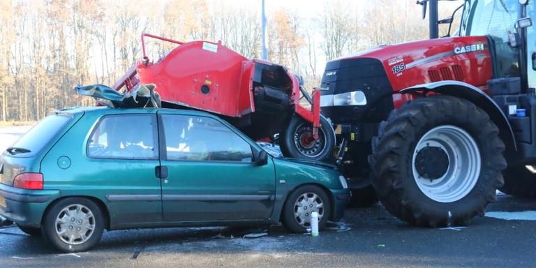 Zwaargewonde bij frontale botsing met tractor Tweede Exloërmond.