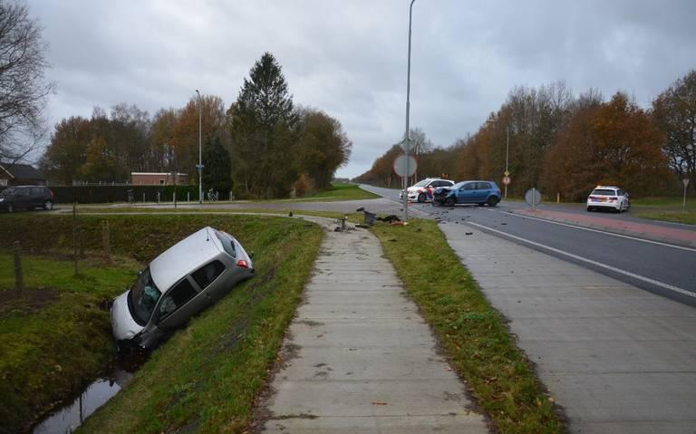 Auto belandt in sloot na botsing op kruising Gasselternijveen.