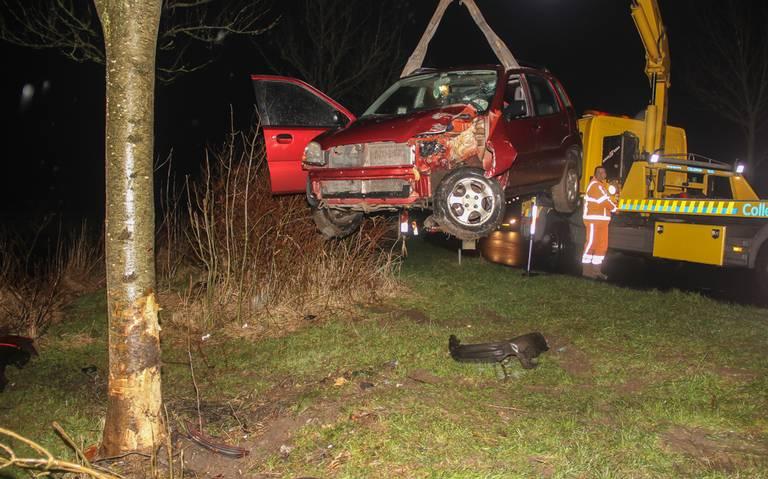 Vrouw uit Oostwold gewond na frontale botsing Enumatil.