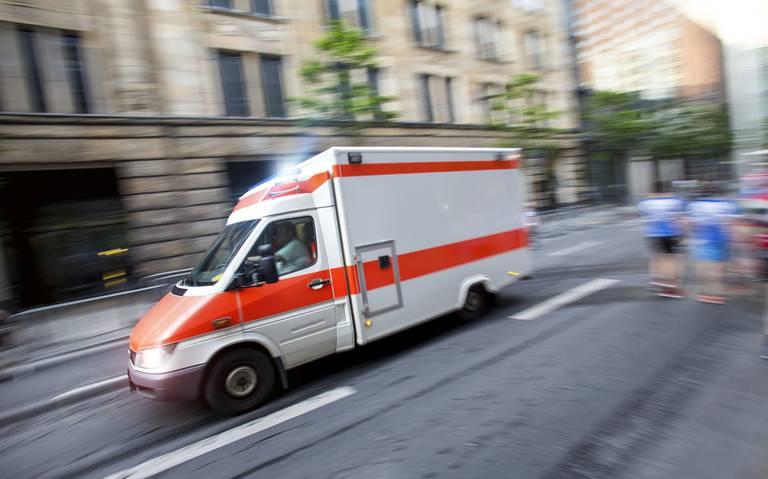 Drent overlijdt bij botsing in Haselünne ; vrouw raakt zwaargewond.
