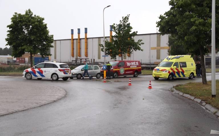 Een gewonde door kop-staartbotsing in Hoogeveen.
