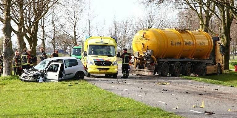 Gewonde na ongeval tussen auto en vrachtwagen.