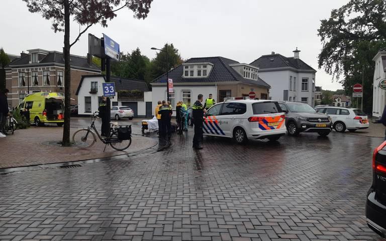 Fietser gewond bij botsing met auto in Assen.