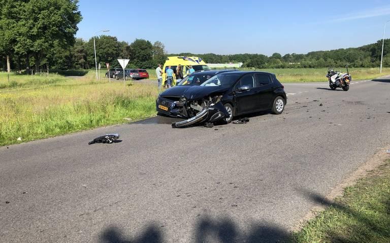 Autos fors beschadigd bij aanrijding in Sleen.