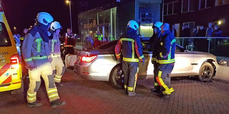 Politie ontdekt per toeval grote hoeveelheid cash na auto-ongeluk.