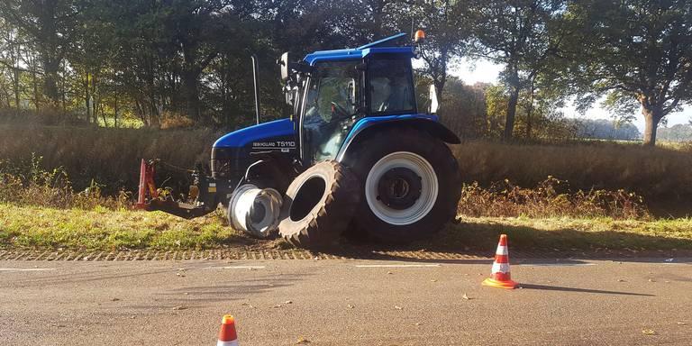 Botsing tussen tractor en auto in Orvelte.