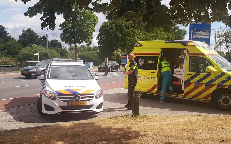 Fietser gewond door botsing met auto in Meppel.