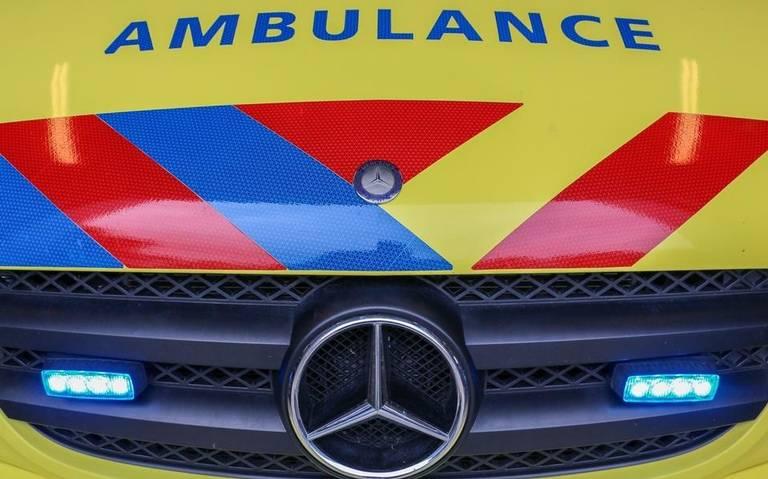 Motorrijder raakt ernstig gewond bij botsing in Diever; Ten Darperweg tijdelijk afgesloten.