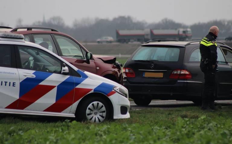 Gewonde bij kop-staartbotsing op Twee Provinciënweg bij Emmen.