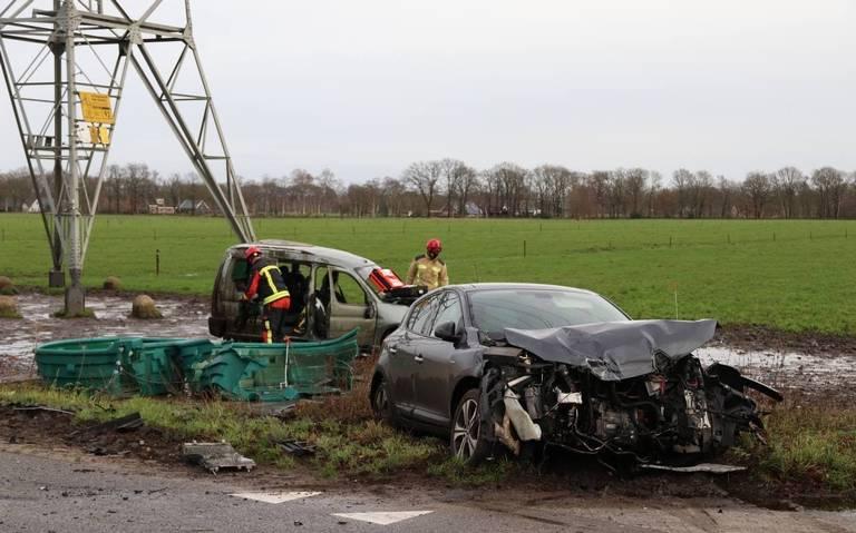 Fors auto-ongeluk op kruising bij Stuifzand.