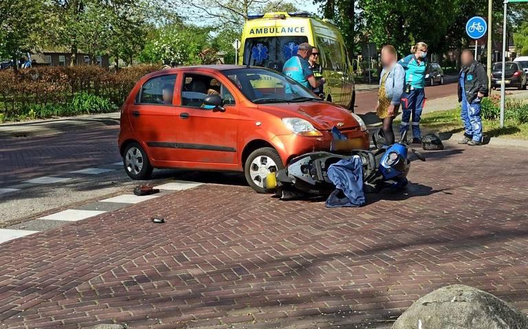 Scooterrijder aangereden door automobilist in Emmen.