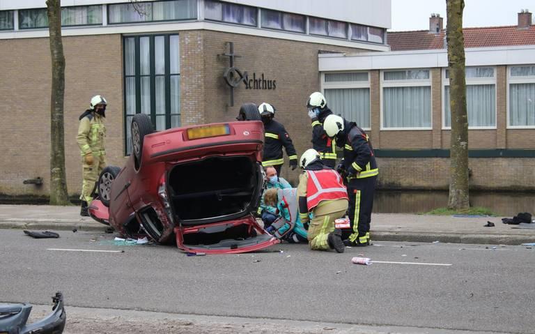 Groot ongeval met vier voertuigen aan de Boekweitlaan in Hoogeveen.