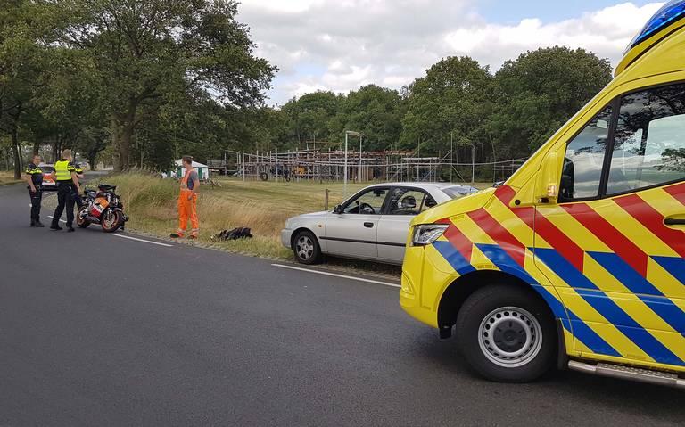 Motorrijder gewond na botsing achterkant auto in Westerbork.