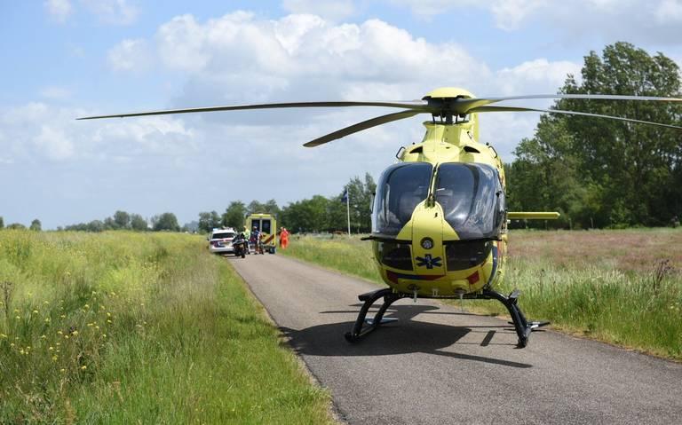 Twee wielrenners gewond na ongeluk in Lettelbert, traumahelikopter ter plaatse.