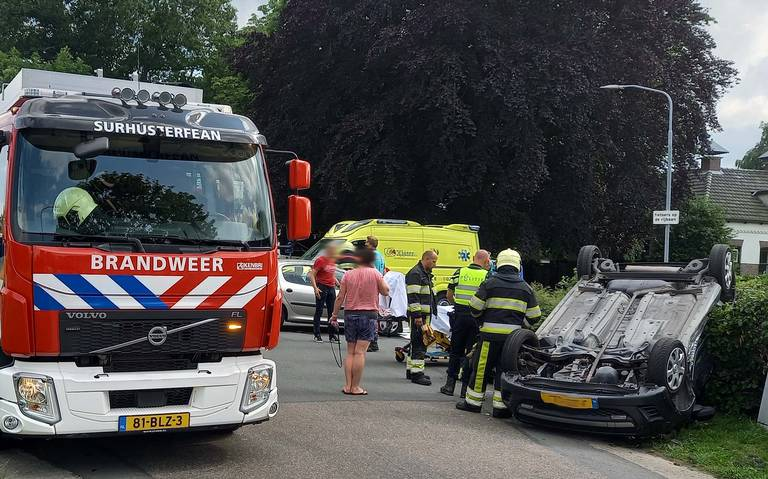 Een gewonde bij botsing tussen twee autos op de Provincialeweg in Opende.